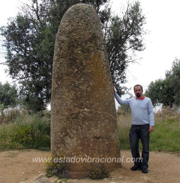 Menir instalado por volta do Séc. V a.C. em Evora, Portugal