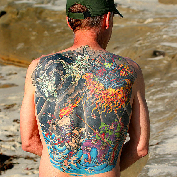 Tatuagem de costa inteira. Crédito: Wikimedia Commons.